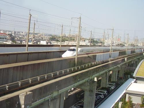 パノラマデッキから見た新幹線
